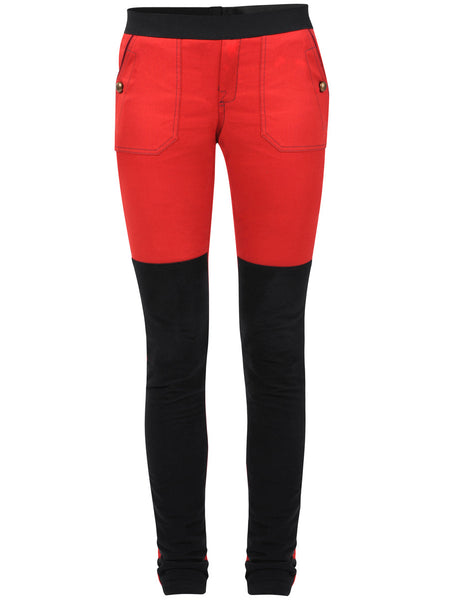 Leggings with a good stretch and a soft hand feel. Black panels in soft velour fabric, which has a slimming effect on front legs, side pockets and at the back.