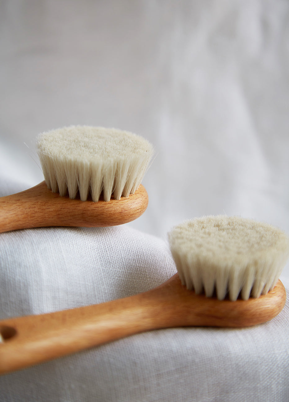 Heaven and Earth Goats Hair Face Brush