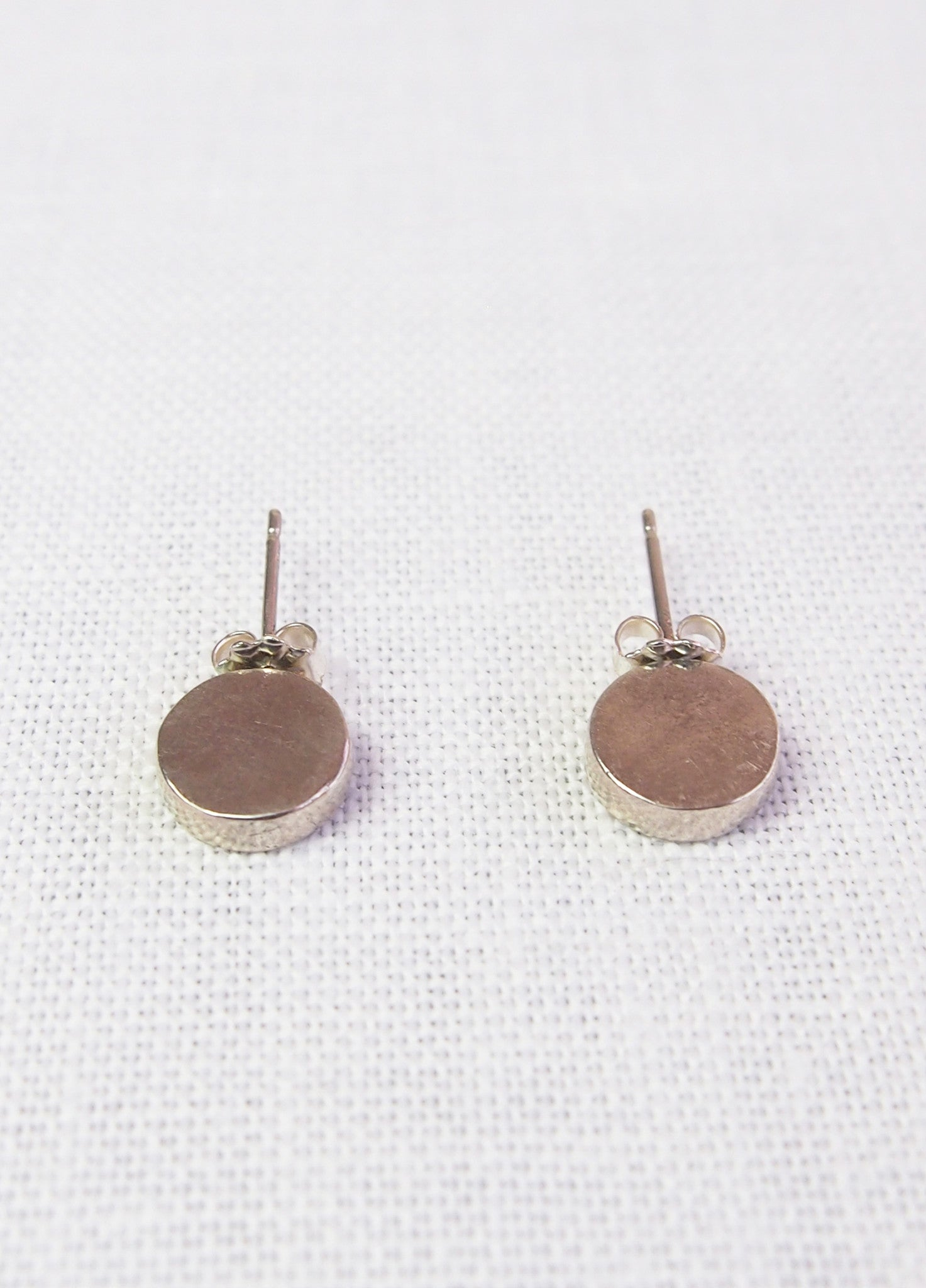 Mikinora Vertical Circle Studs