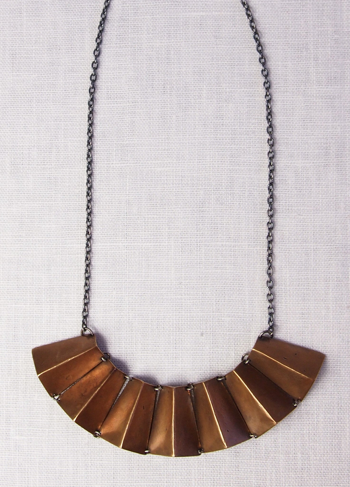 Mikinora Fan Necklace
