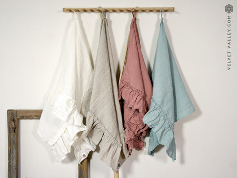 Natural linen towel with ruffles - Velvet Valley