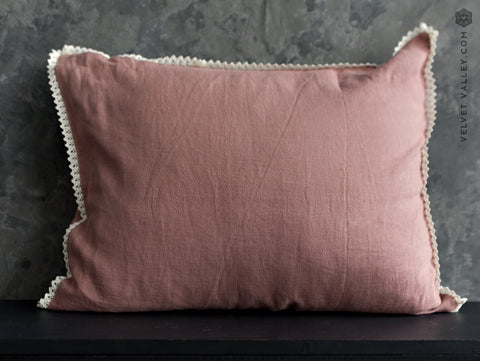 Linen woodrose pillow with lace - Velvet Valley