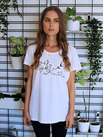 'Kissing Cows' Organic Tee