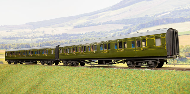 Kit Built Finescale O Gauge Pair of Southern Railway Maunsell Coaches