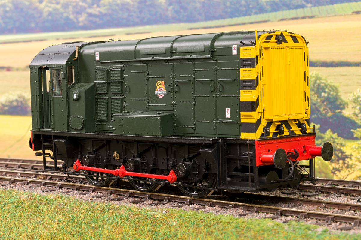 Dapol 7D-008-008U O Gauge BR Green Early Crest w/Wasp Stripes Class 08 Diesel Shunter, Un-numbered