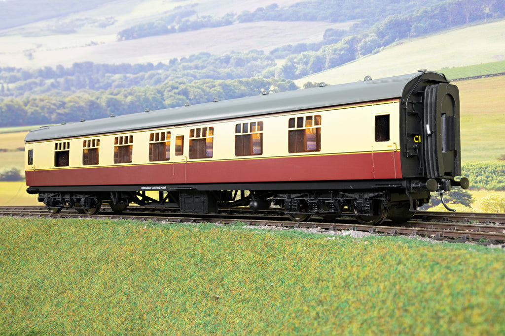 Darstaed 7mm Finescale O Gauge Mk1 FK (First Class) Blood & Custard, Newly Tooled Bogies & Wheels