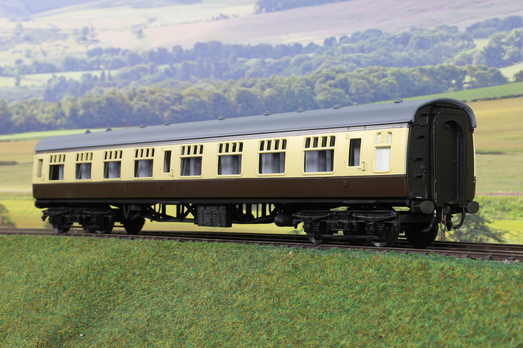 Skytrex 7mm Finescale O Gauge Rake of Three BR MK1 Chocolate and Cream Passenger Coaches