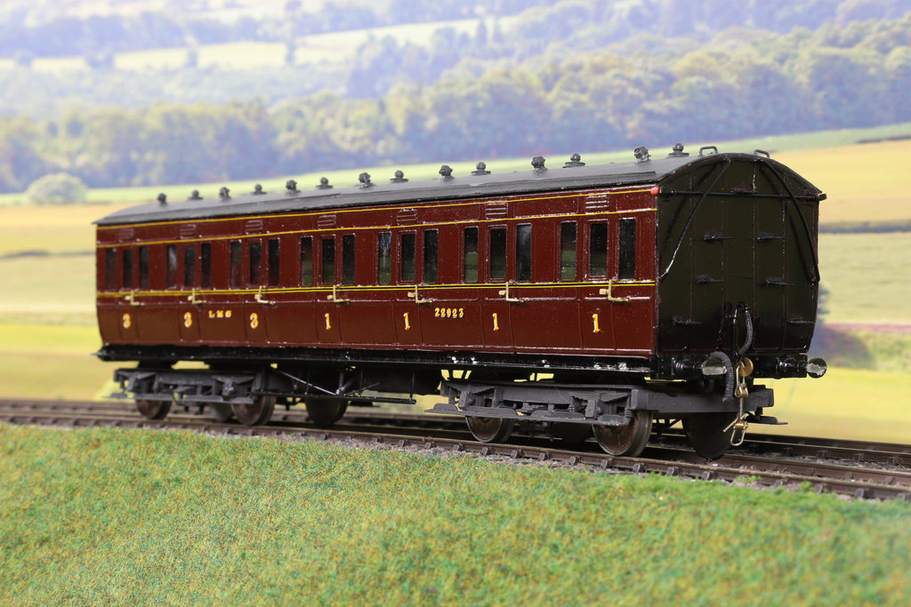 7mm Finescale O Gauge Kit Built LMS Maroon Composite Coach