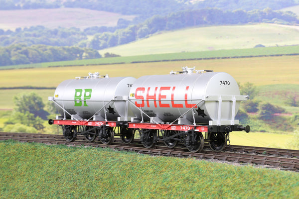 7mm Finescale O Gauge Pair of Four Wheel Oil Tanker Wagons 'BP'/'Shell' '7470'