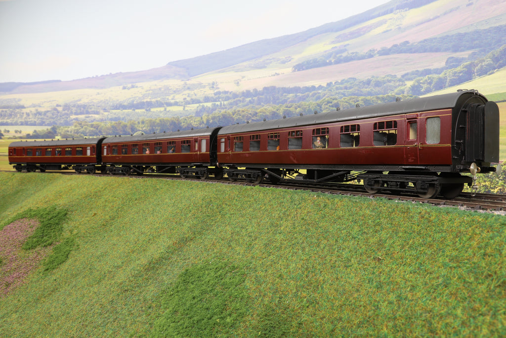 7mm Finescale O Gauge Kit Built Rake of Three BR Maroon Stanier Passenger Coaches, with Lights!