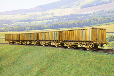 Sancheng 7mm Finescale O Gauge Rake of Four MEA Wagons Plain Brass