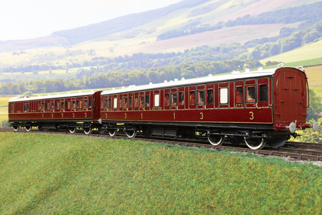 7mm Finescale O Gauge Kit Built Pair of SE&CR Lined Maroon Passenger Coaches