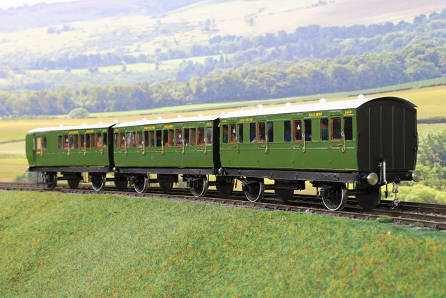 7mm Finescale O Gauge Kit Built Rake of Three SR Green Stroudley Coaches
