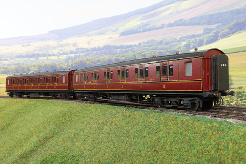 7mm Finescale O Gauge Kit Built Pair of LMS Lined Maroon Passenger Coaches