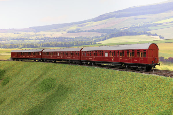7mm Finescale O Gauge Kit Built Rake of Three NER Lined Maroon High Cove Passenger Coaches