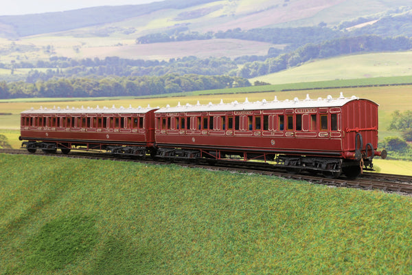 7mm Finescale O Gauge Kit/Scratch Built Pair of NER Lined Maroon Passenger Coaches