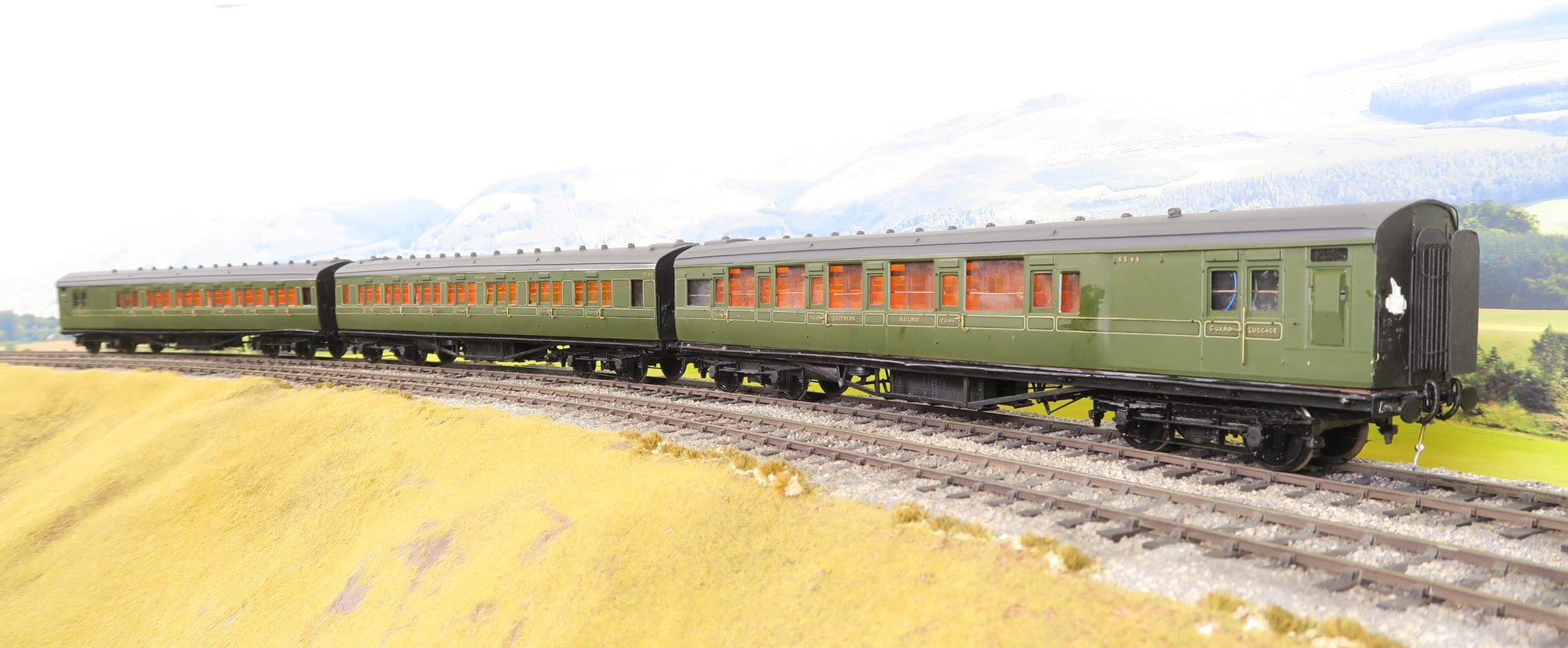 7mm Finescale O Gauge Kit Built Rake of Three Southern Railway Maunsell Coaches, DCC Fitted!