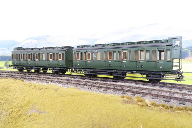 O Gauge Kit Built Pair of Deutsche Reichsbahn Green Clerestory Coaches