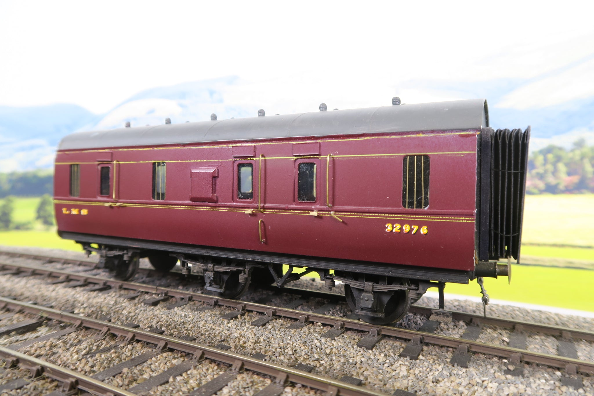 7mm Finescale O Gauge Kit Built LMS Lined Maroon Six Wheel Brake Van '32976'
