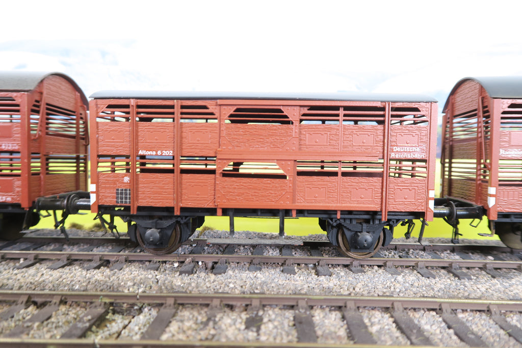 Pola Maxi O Gauge Rake of Three DR Cattle Vans