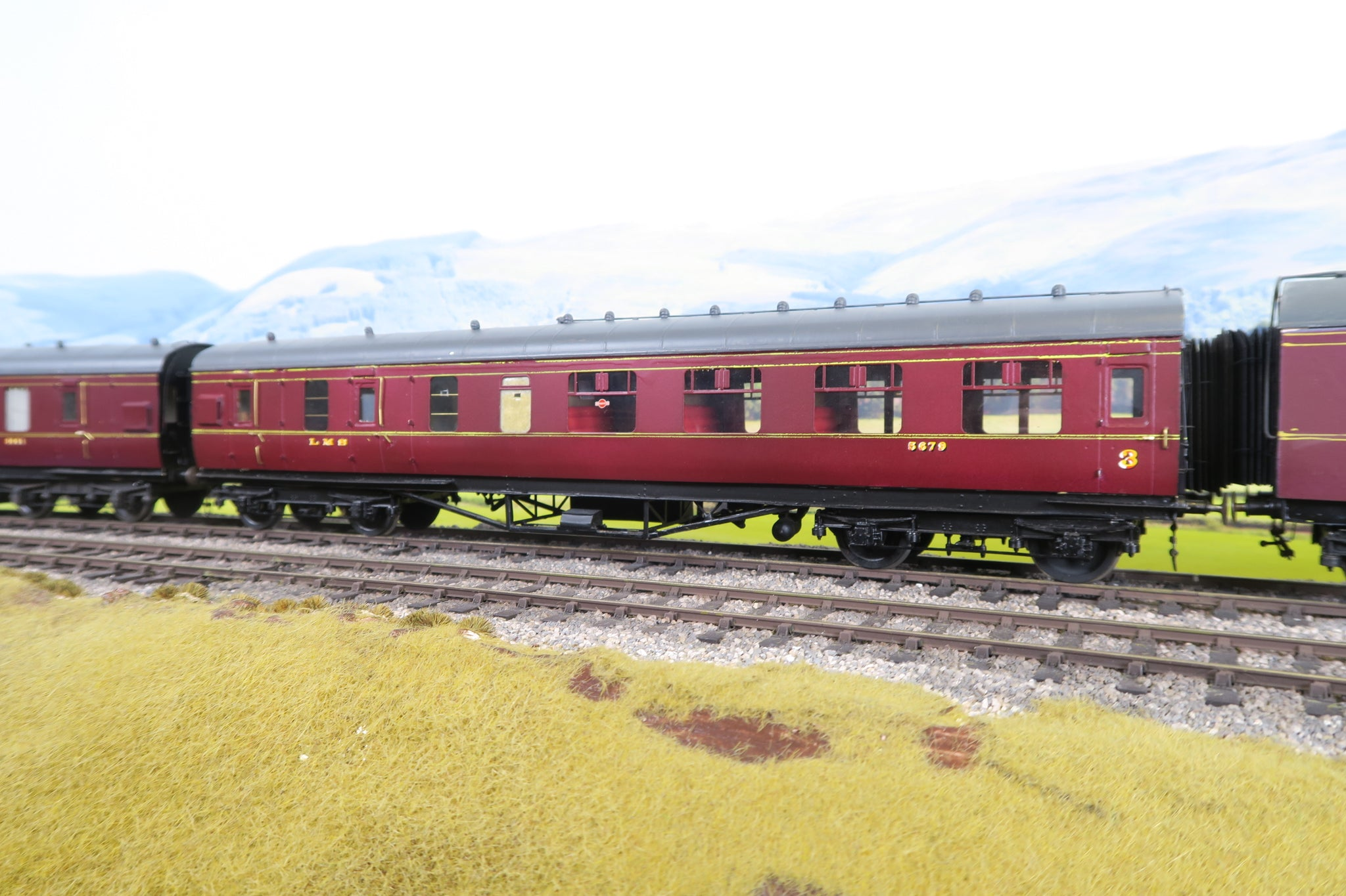 7mm Finescale O Gauge Kit Built LMS Lined Maroon Brake Third Corridor Coach '5679'