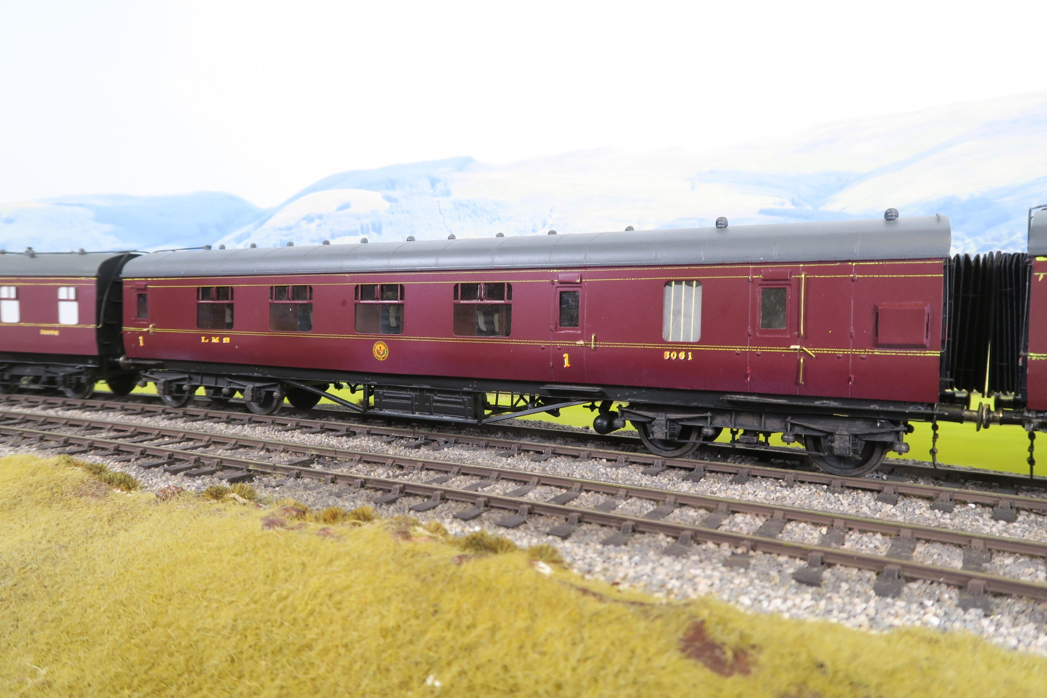 7mm Finescale O Gauge Kit Built LMS Lined Maroon Brake First Corridor Coach '5061'