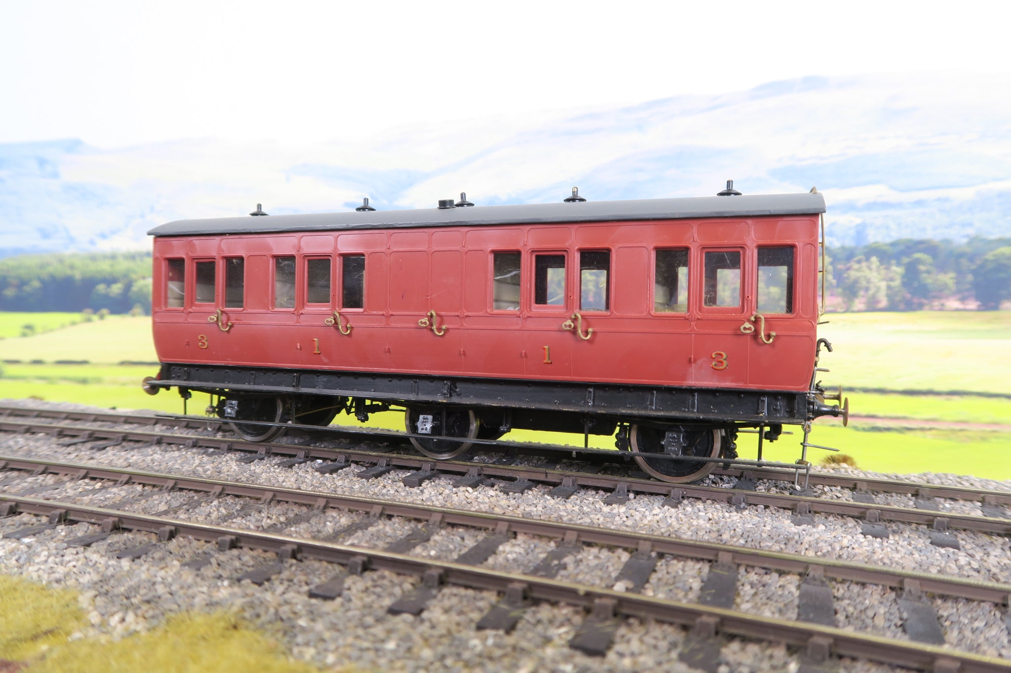 7mm Finescale O Gauge Kit Built Midland/LMS Maroon Six Wheel Composite Coach