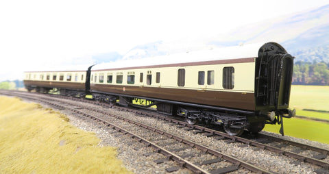 E. K. Models 7mm Finescale O Gauge Pair of 2 GWR Chocolate and Cream Brake/Third Coaches