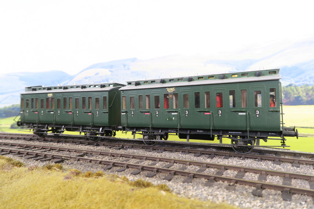 O Gauge Kit Built DR Green Articulated Coaches '46865'