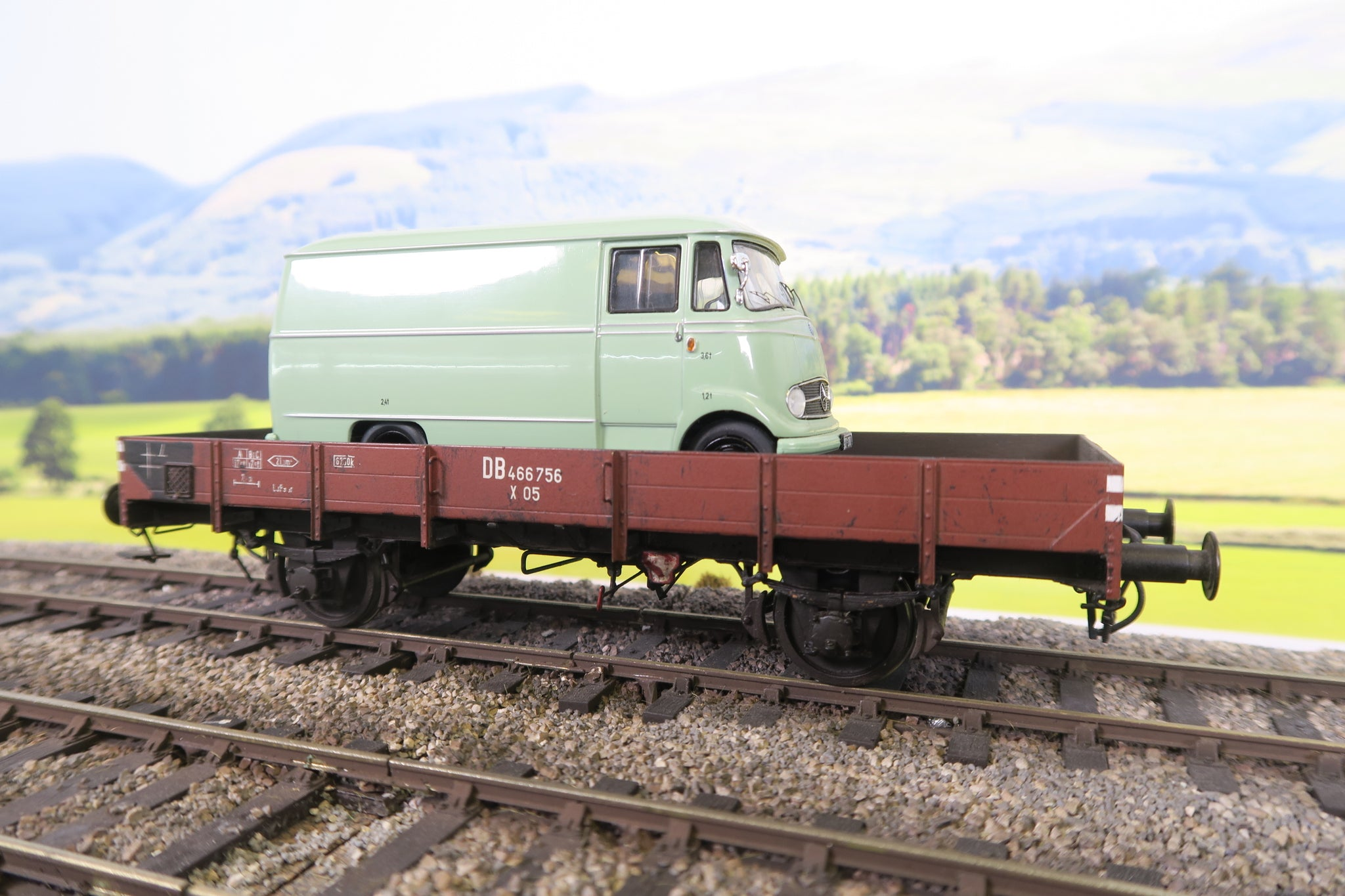 ARGE (or Similar) O Gauge DB Lowsided Wagon '466756' with Mercedes Van as Load