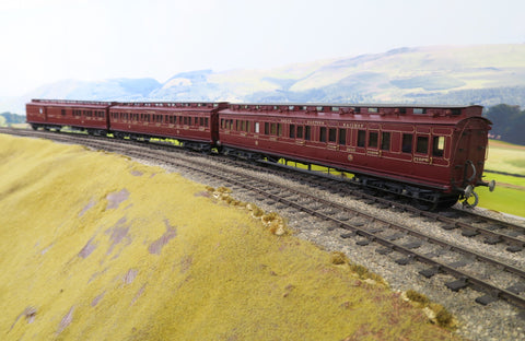 7mm Finescale O Gauge Kit Built Rake of Three NER Lined Maroon Passenger Clerestory Coaches