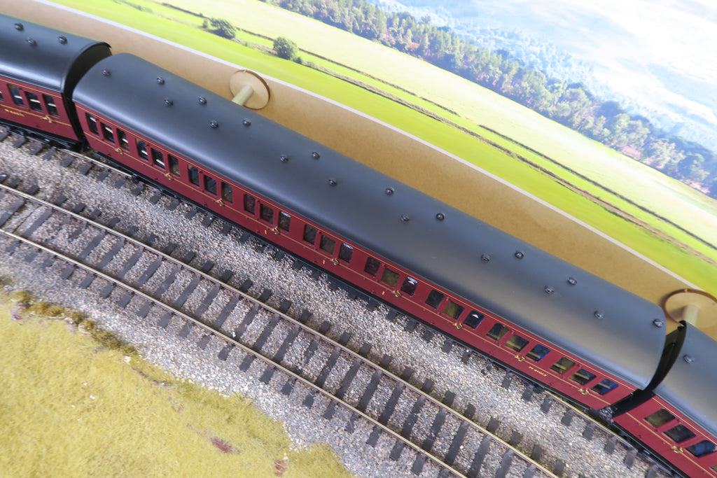 7mm Finescale O Gauge Kit Built Rake of Five BR Maroon MK1 Suburban Coaches