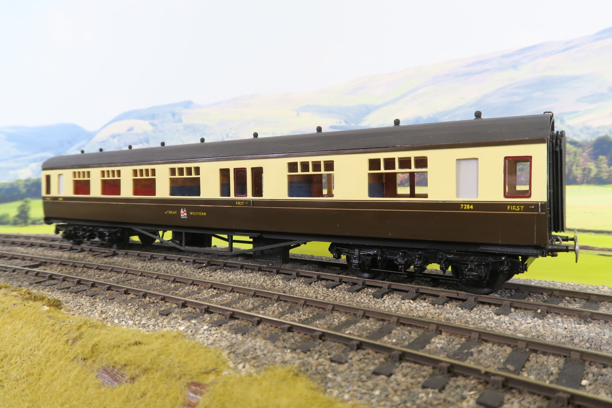 7mm Finescale O Gauge Kit Built GWR Chocolate and Cream Corridor Composite Coach '7284'