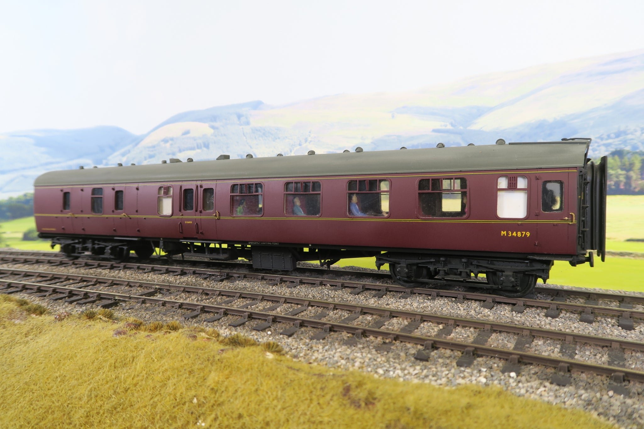 7mm Finescale O Gauge Kit Built BR Lined Maroon MK1 BSK 'M34879'