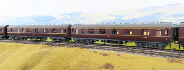 MTH 7mm Finescale O Gauge 22-60062 Pair of LMS Lined Maroon Standard Passenger Coaches