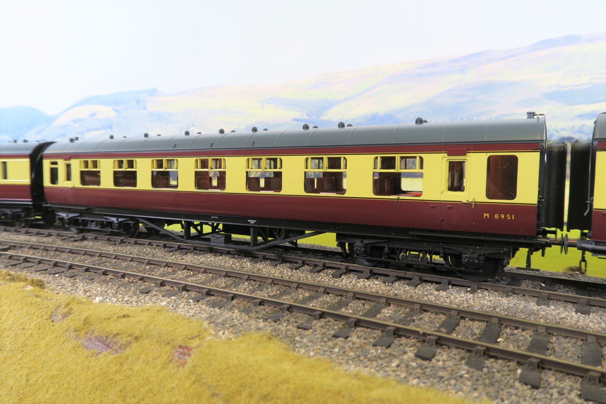 MTH 7mm Finescale O Gauge 20-60010-2 BR Blood and Custard Standard Passenger Car 'M8951'