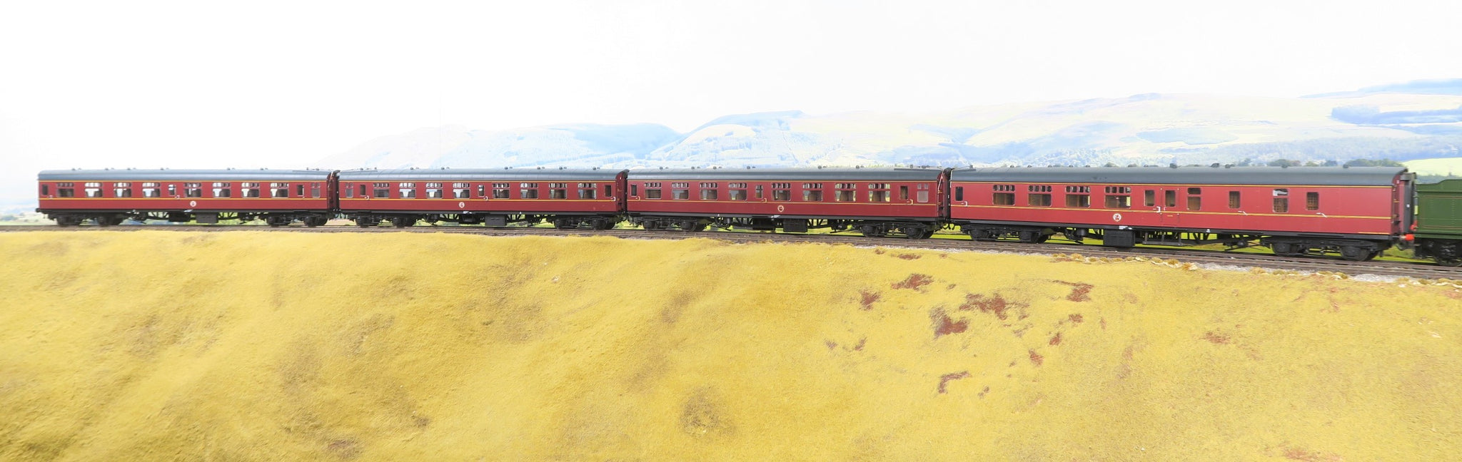 Heljan 7mm Finescale O Gauge Rake of Four BR Maroon MK1 Coaches