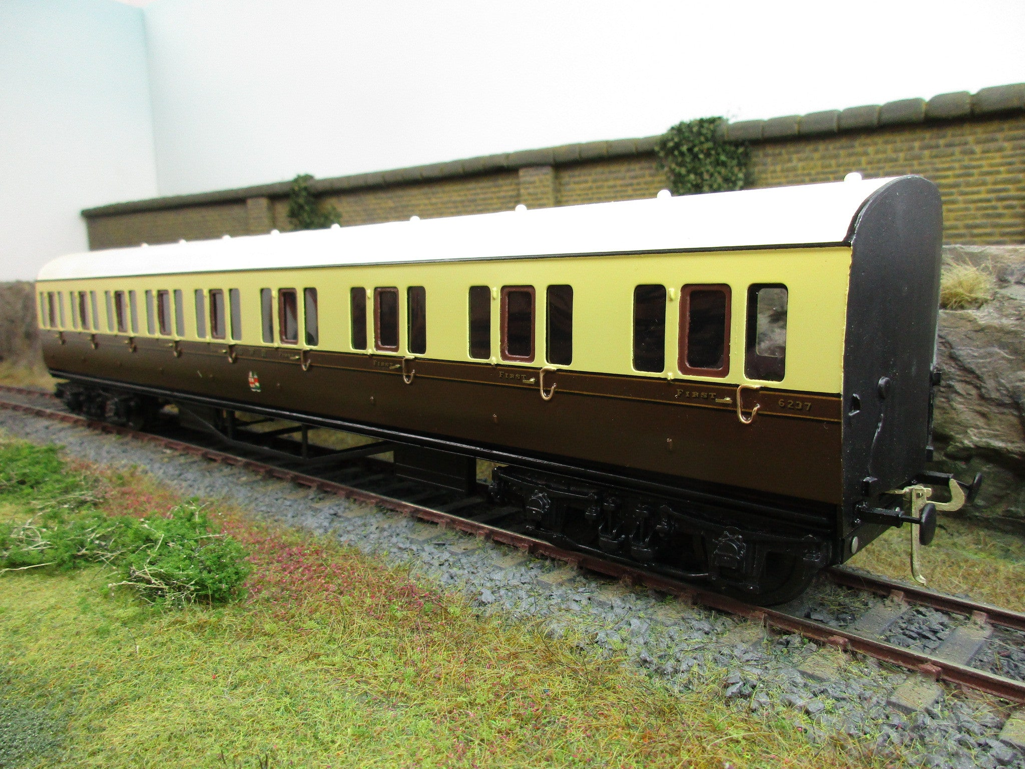 Wayoh 7mm Finescale O Gauge Kit Built GWR First/Third Class Compartment Coach '6237'