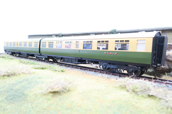 Wayoh 7mm Finescale O Gauge Kit Built LNER Green and Cream Pair of Articulated Restaurant Coaches '45011' & '45012'