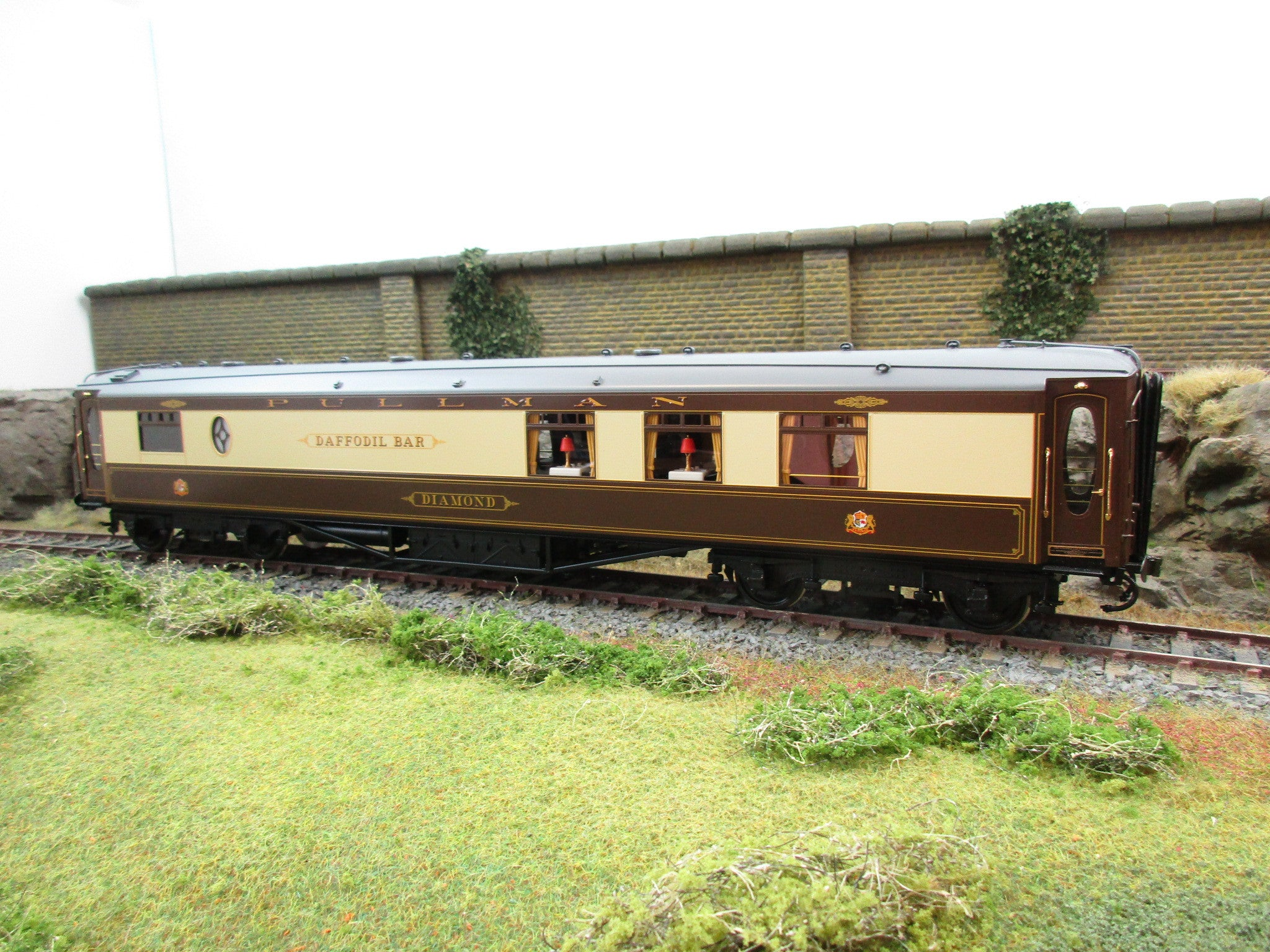 "Golden Age Models 7mm O Gauge 2-C 1st Class ""Diamond / Doffodil Bar"" Pullman Coach"