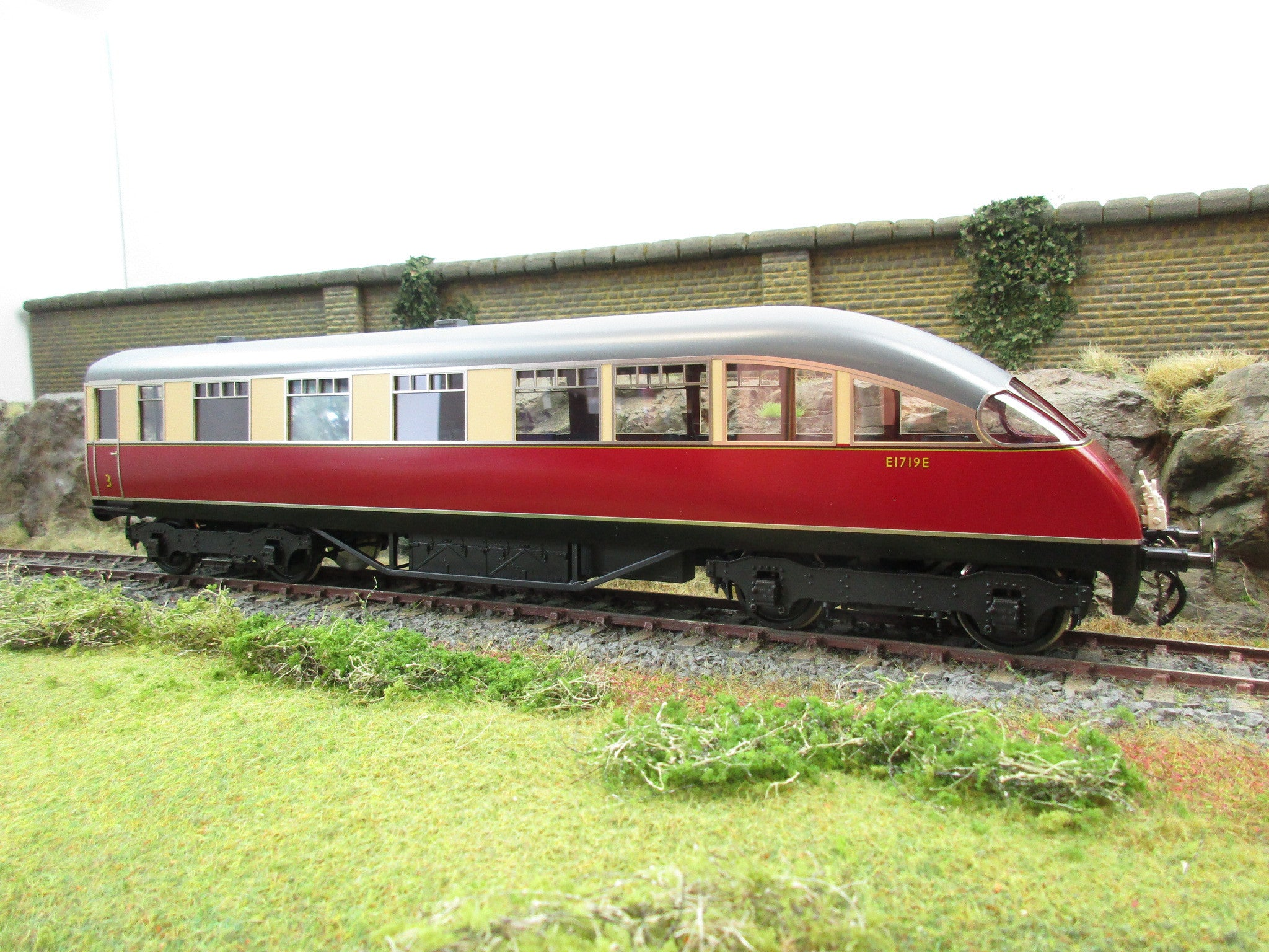 Copy of Golden Age Models 7mm O Gauge LNER Red & Cream Beaver Tail Coach 'E1729E'