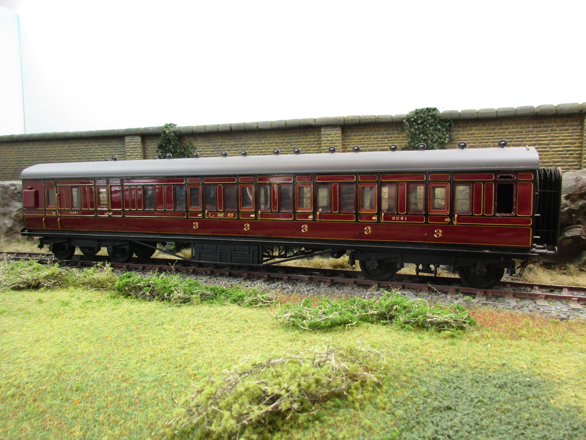7mm Finescale O Gauge Kit Built LMS Lined Maroon Brake 3rd Corridor Coach '5281'