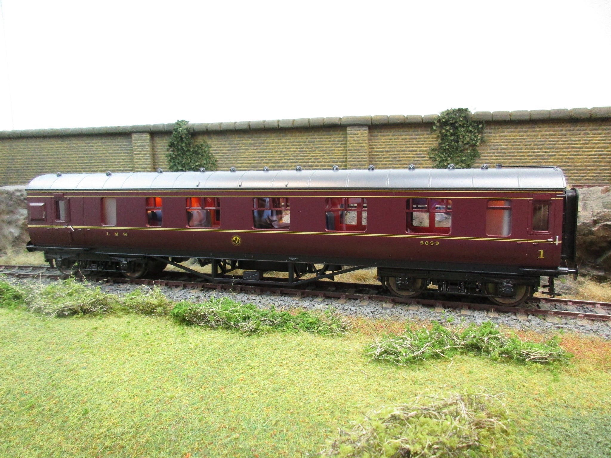 MTH 22-60063 2 Rail 7mm Finescale O Gauge LMS Maroon Standard Corridor Brake First Coach D1910