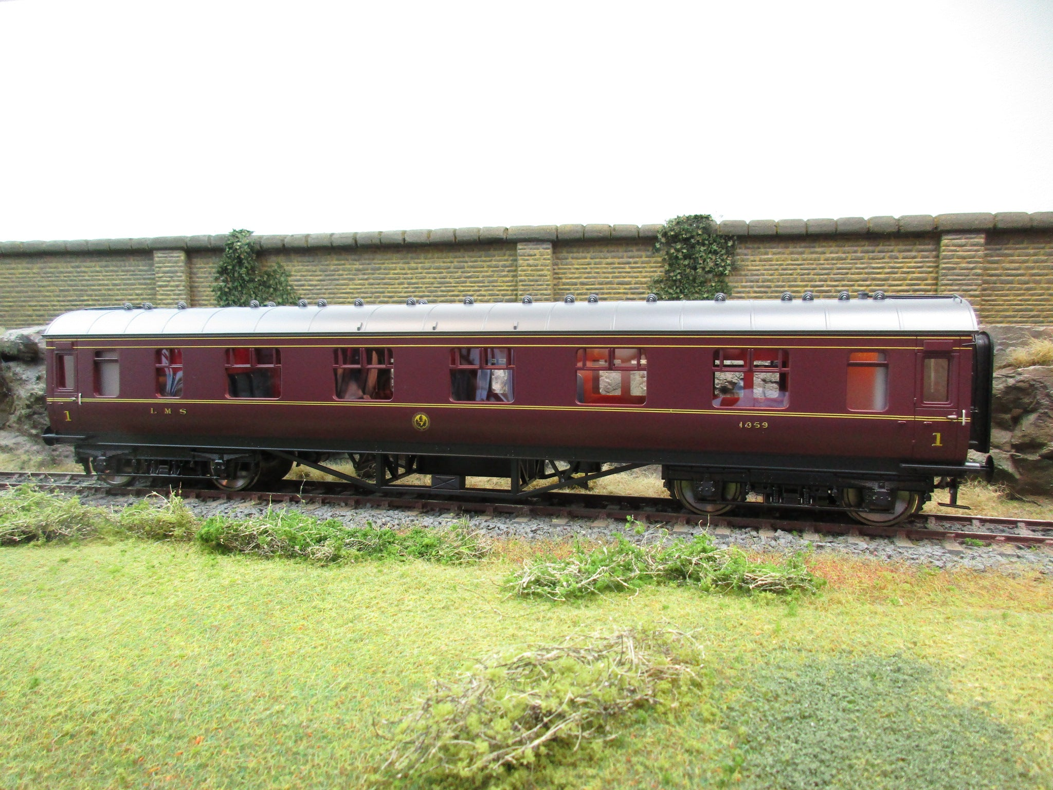 MTH 22-60064 2 Rail 7mm Finescale O Gauge LMS Maroon Standard Corridor First Coach D1930
