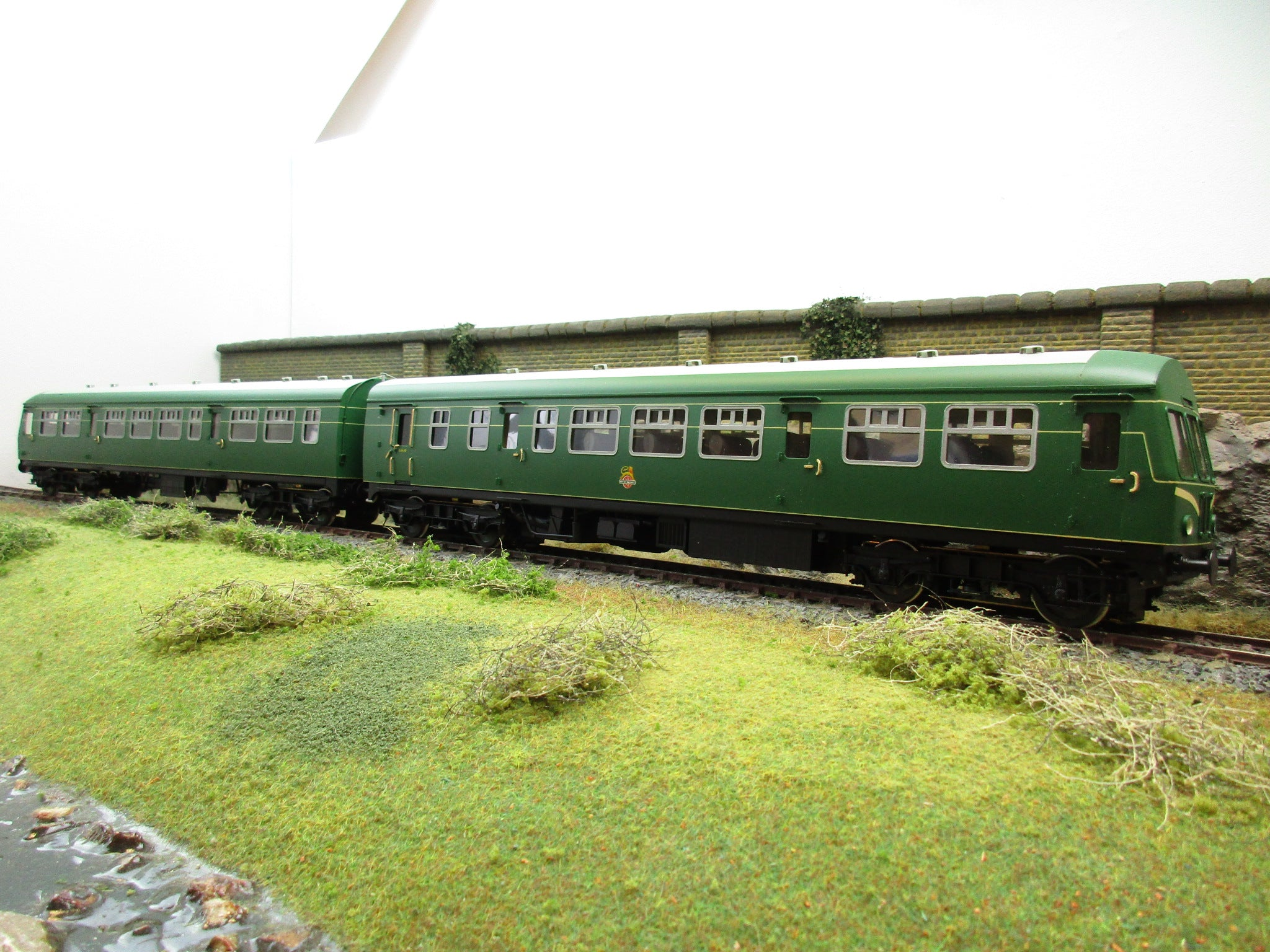 Sancheng 7mm Finescale O Gauge Class 101 DMU BR Green With Speed Whiskers