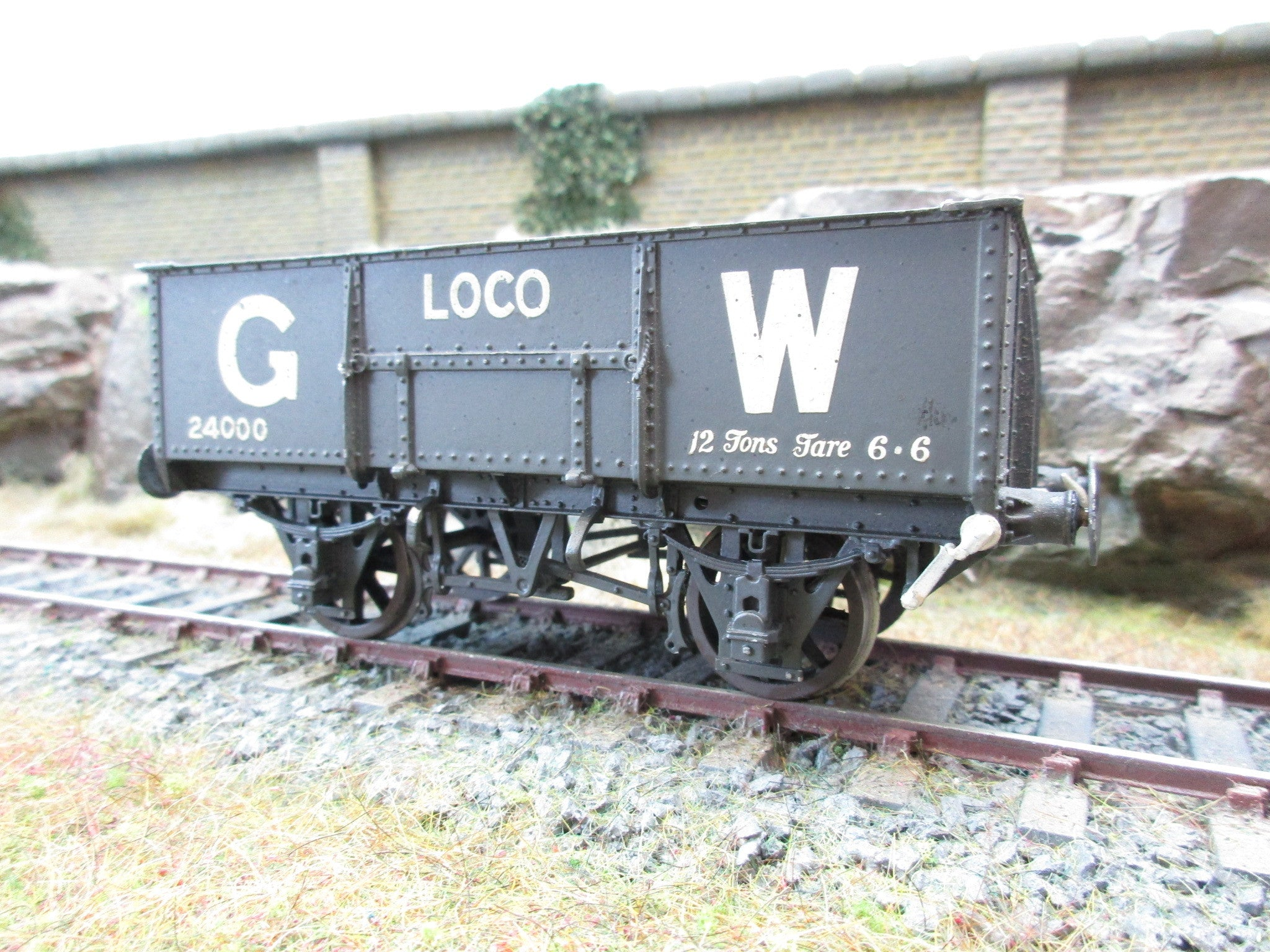 7mm Finescale O Gauge Kit Built GWR 12 Ton Wagon '24000'