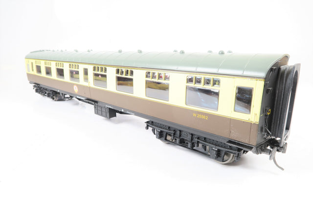 Accucraft Gauge 1 1:32 W25562 Chocolate & Cream BR Mk1 Second Corridor Coach