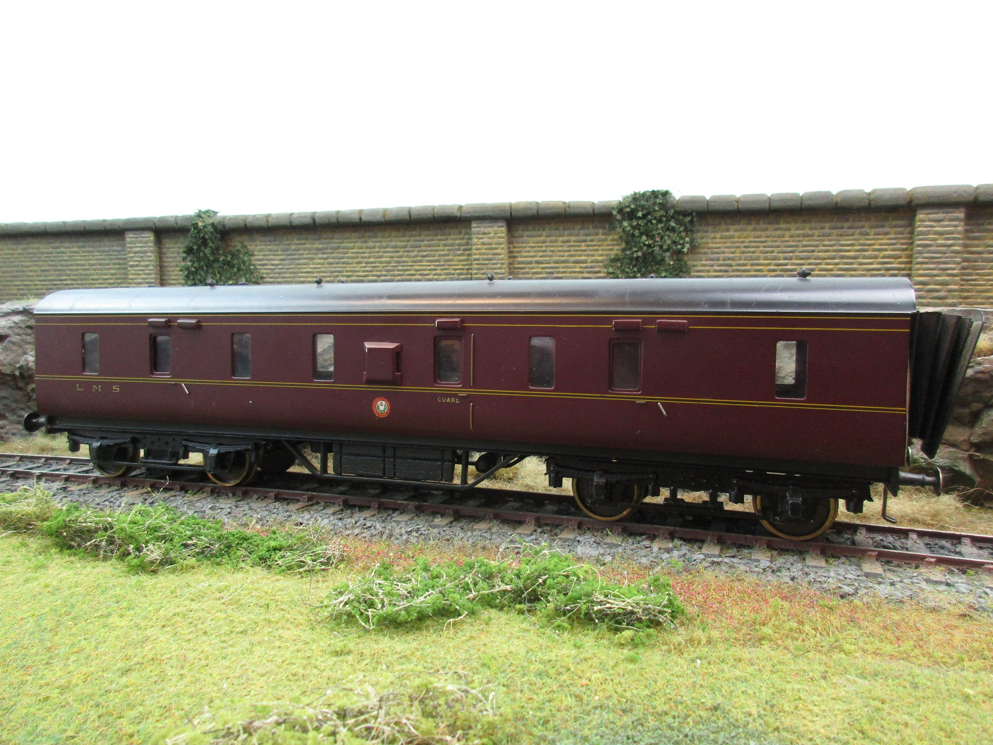 7mm Finescale O Gauge Kit Built LMS Maroon CCT Coach