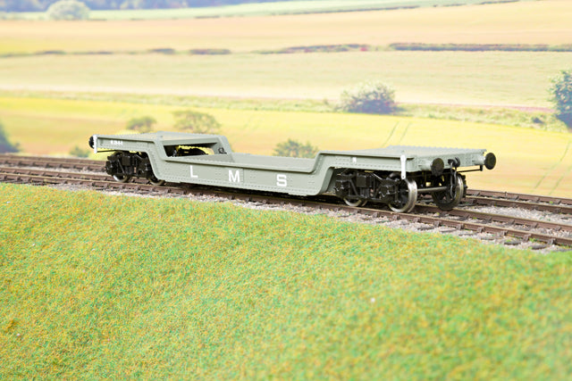 Darstaed D32-5 7mm Finescale O Gauge 45 Ton Bogie Well Wagon LMS Livery