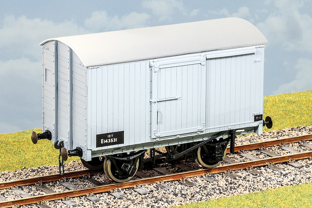 Parkside Dundas O Gauge PS04 LNER 12 Ton Goods Van Kit w/Wheels